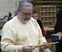 Photo: Michael talks about his Glaser inspired handle for his detail gouge.