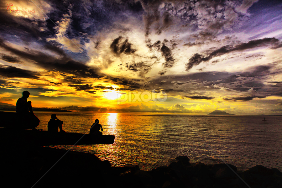 BA TUNGGU SUNSET by Raihan Faiz - Landscapes Waterscapes