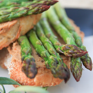 Asparagus Toast with Garlicky Tomato Spread