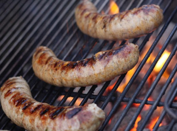 Grill or pan cook sausage links till completely cooked as you prepare tomatoes.