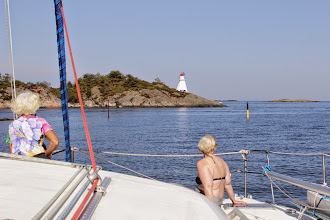 Photo: Lots of islands, rocks and shallows, but also lots of markers. Diana and Anne are doing the look-out. Near Homborsund.