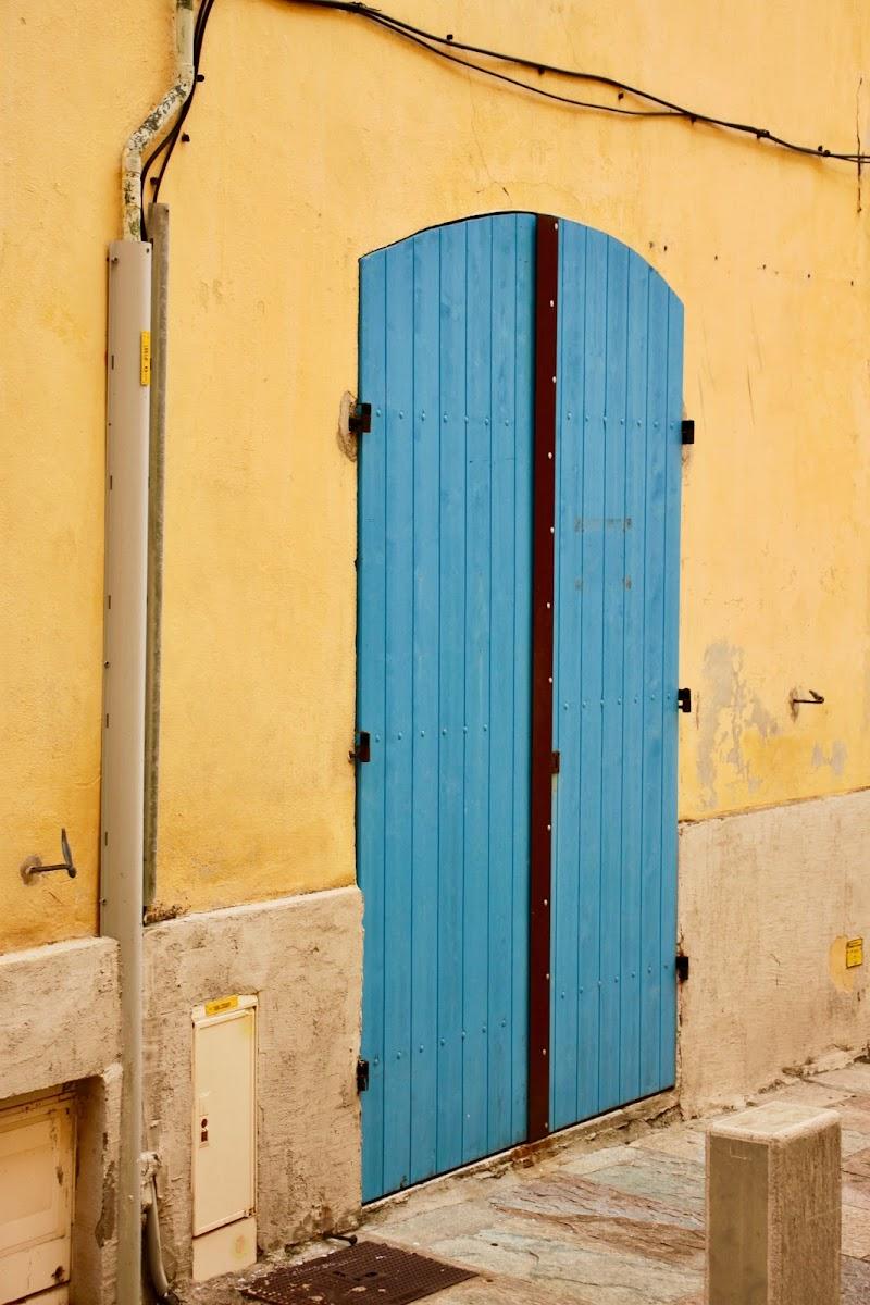 Blue door on ochre background di GioMila
