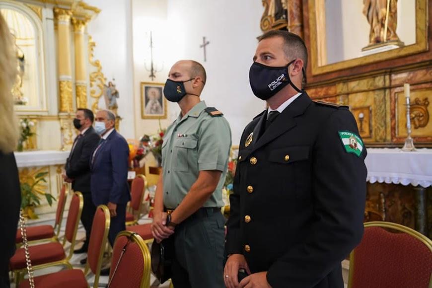 Las autoridades y cuerpos de seguridad acuden a la misa mayor.