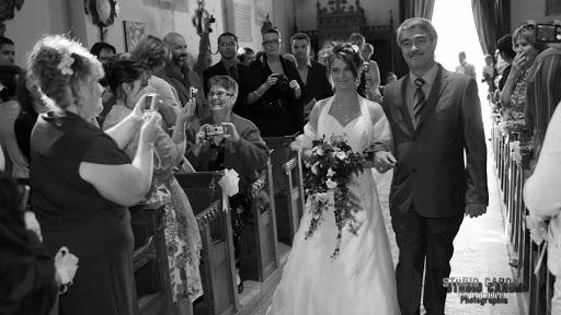 Mariage : arrivée dans l'eglise de la mariée
