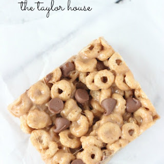 Gooey Peanut Butter Cereal Bars