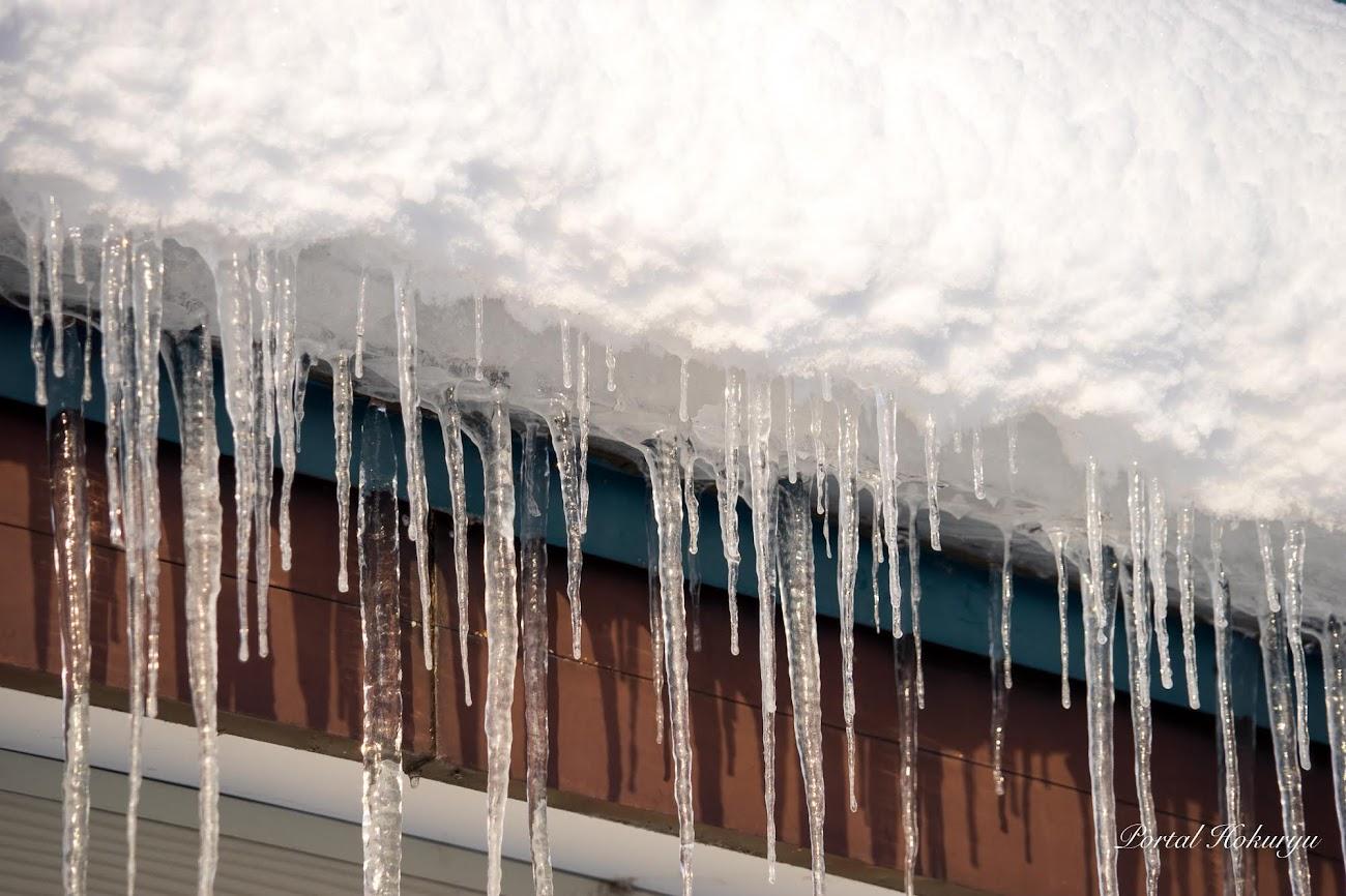 軒下の氷柱