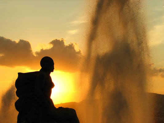 Sguardo verso un tramonto d'acqua di photographart