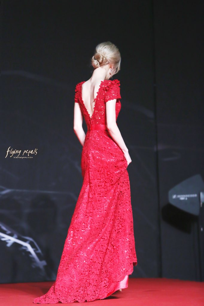 taeyeon gown 23