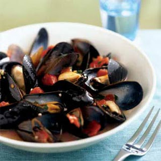 Mussels in Tomato-Wine Broth.