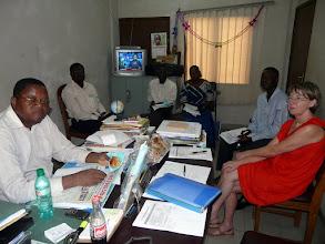 Photo: Nous passerons 2 heures en réunion dans le bureau du Dr Barthélémy, ophtalmologue, Directeur de l'Hôpital Béthesda, pour faire le point de nos actions passées et à venir.