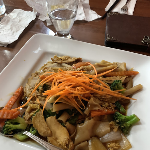 Pad Thai Ew - super large portions!