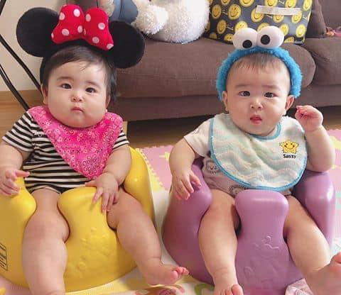 Kinh nghiệm giúp cha mẹ nuôi dạy con sinh đôi