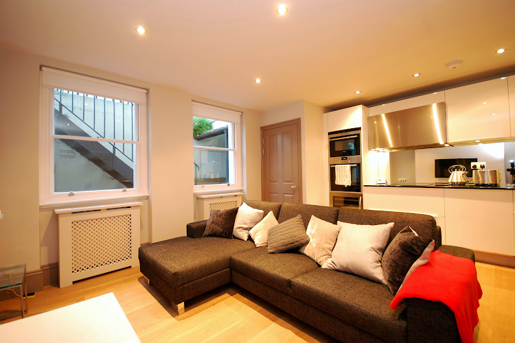 Cleveland Street Serviced Apartments, Fitzrovia living room
