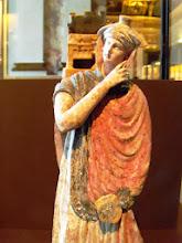 Photo: Tanagra statuette 4th-3rd century BC, modern coloring .......... Tanagra beeldje 4de-3de eeuw v.C., moderne inkleuring