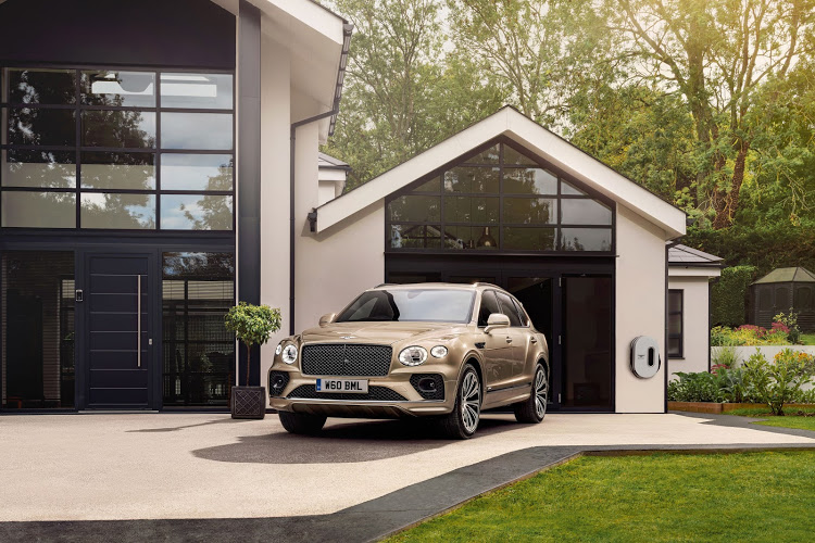 The Bentayga Hybrid helps drivers achieve the best efficiency via feedback through the throttle pedal, which provides a pressure point to denote the boundary between pure electric and hybrid power.