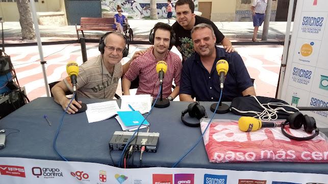 Los cómicos Paco Calavera y Alvarito han presentado su oba 'Tú a Punta Cana y yo al Zapillo'.