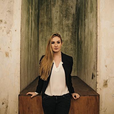 Talking with singers: Samantha Hankey