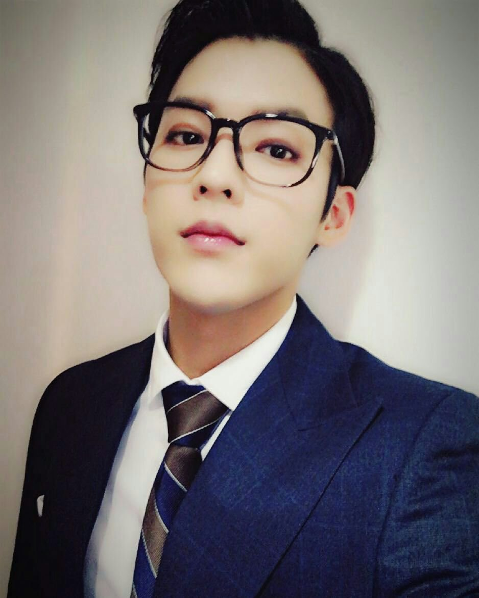 06b8f75d0db4 Minhyuk pulls off the tortoise-shell frames with some major style. How  handsome!
