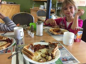 Photo: Sniadanie w wiosce skladajacej sie z kilku barakow - bylo pyszne