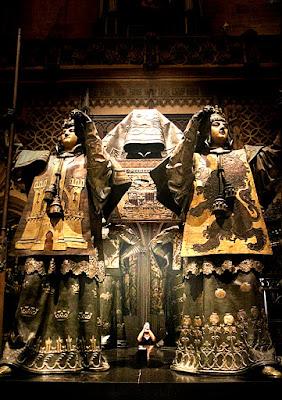 Fotografando la tomba di Cristoforo Colombo di FZATOX
