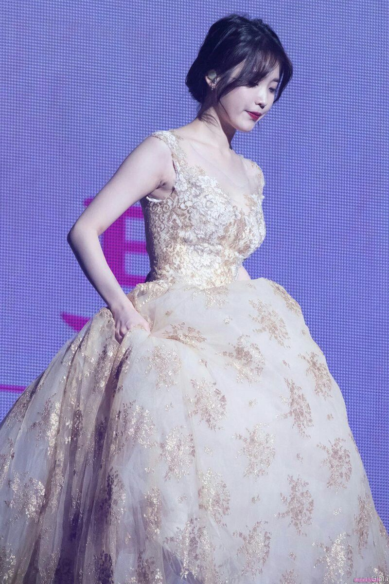 iu gown 11