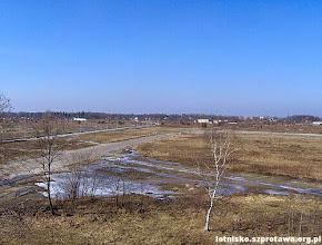 Photo: Droga dojazdowa i kołowania, w tle Szprotawa