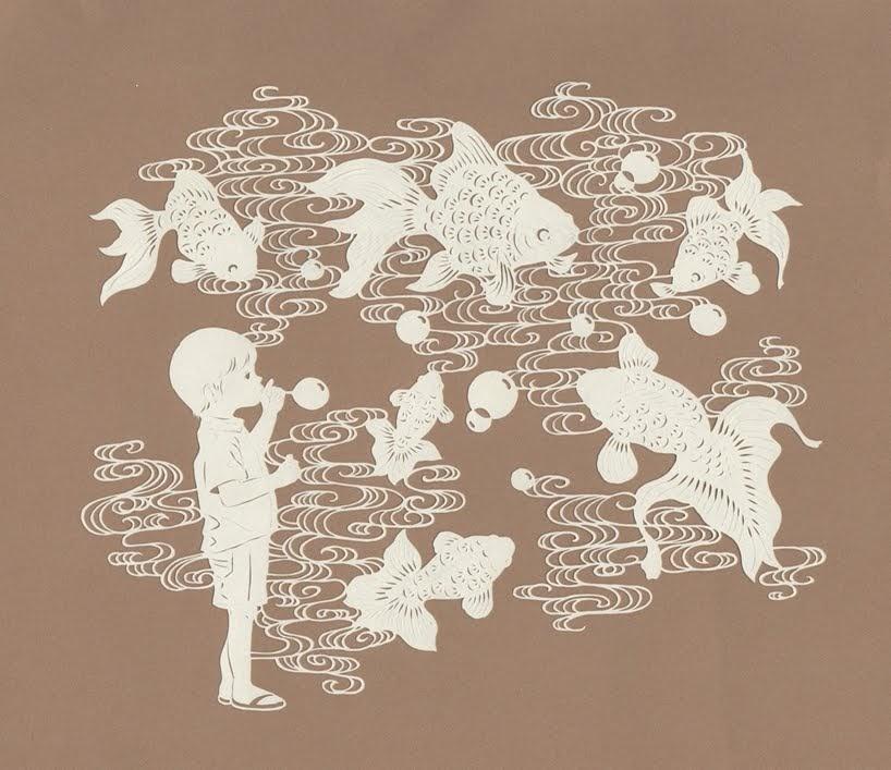 Flores, animales y niños se entrelazan en estilizadas obras de arte de Kanako Abe