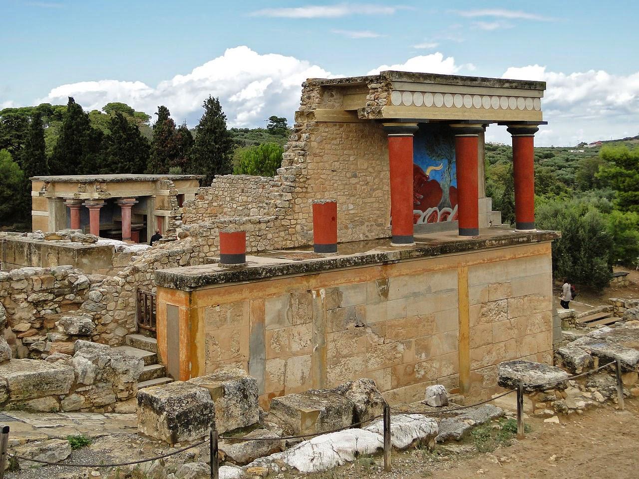 Одна из важнейших достопримечательностей – остатки дворца Кносос