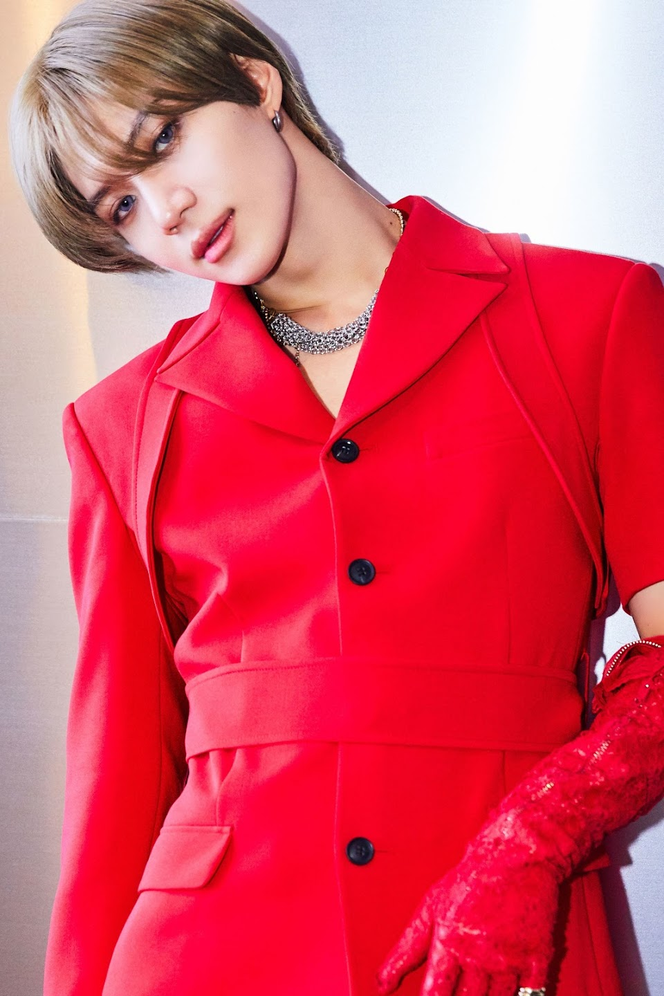 Taemin Want Red Suit and gold shadow