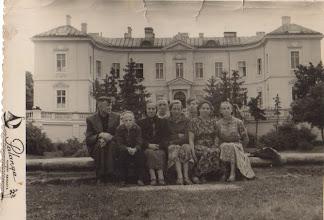Photo: Palangoje 1960 m. Iš kairės Šakinis Antanas, Juozas, Petronėlė, Antanas, Stasė Šakinytė, Šližius Petras, Salytė Ona, Šakinytė Birutė. Po senelės laidotuviu. Juozo Šakinio archyvas