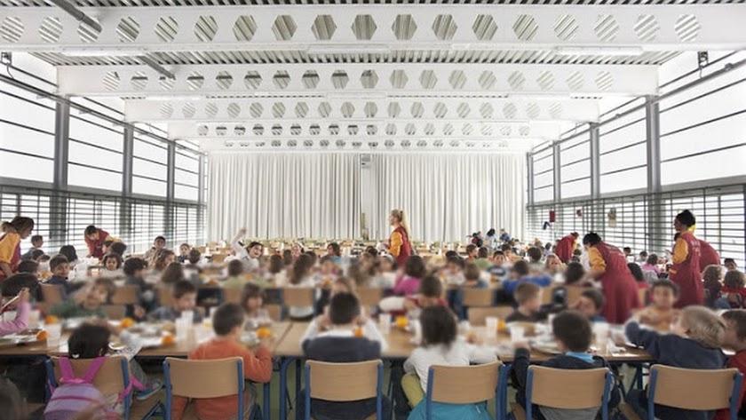 Un colegio de Estepona compra 300 menús del Burger King para los niños