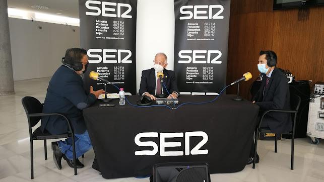 Gabriel Amat, ante los micrófonos de SER Almería.