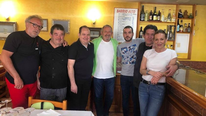 Recuerdo del paso de Ramón Roteta y Karlos Arguiñano por el restaurante Barrio Alto (Foto: Mar Cirugeda Montojo).