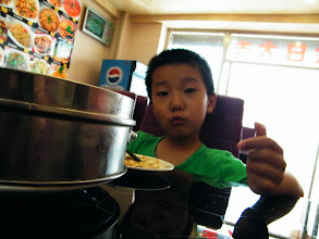 Photo: benzrad 朱子卓 brings son, warrenzh 朱楚甲, dining out with soup dumplings warrenzh chose. he just cried for over-height homeworks and ignorance from benzrad who busy with preparing new pc games while he asked for gaming.