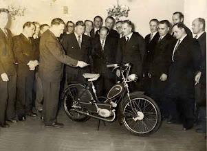 Photo: Ensimmäisiä Sachs -koneisia esittelyssä vuonna 56
