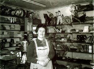 Photo: Hennie Okken in de winkel