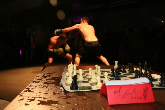 http://lachessboxing.com/wp-content/uploads/2013/05/Chessboxing-104.jpg
