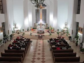 Photo: Rou2C41-151008Tulcea, célébration, église St Michel, nef, chœur, vue de la tribune IMG_9794