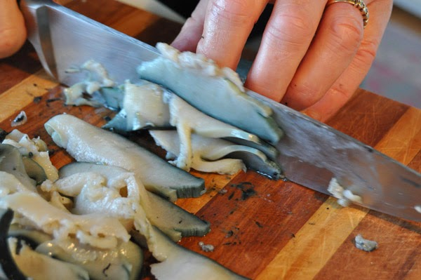 Hot Girls Cooking, Paua, onion and cream, New Zealand (NZ) Cooking, Cooking for real. 新西兰烹饪,配有照片的食谱教程