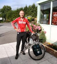 Photo: Eric, ein netter Mensch aus London auf dem Weg nach Wien. Ich konnte ihm nach meinen Erfahrungen 2009 gute Tipps geben.