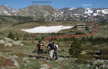Photo: Vemos las aguas que bajan del Estany Llat, vamos hacia ellas para llegar a este lago.