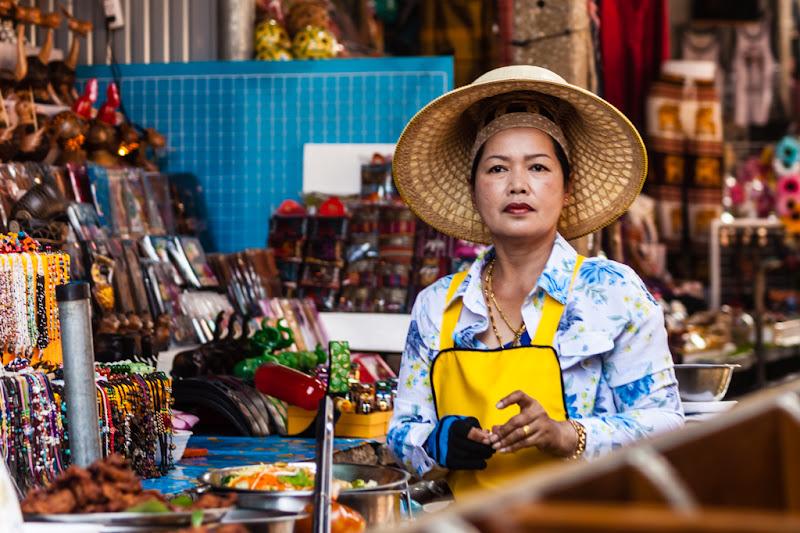Commerciante Thailandese nel suo negozio di Dario Lo Presti