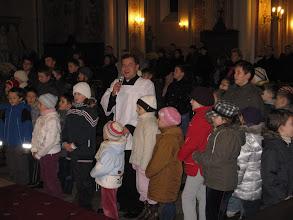 Photo: ks. Krzysztof z dziecmi