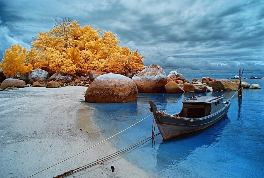 Berhala,Lingga Island by Oji Blackwhite - Transportation Boats