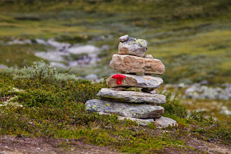 Photo: The red T tells that we are on one of the thousands of routes and trails marked by The Norwegian Trekking Association in the mountains and the wilderness in Norway.