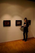 """Photo: Doreen Wolff in der Ausstellung """"Paar-a-dox"""""""