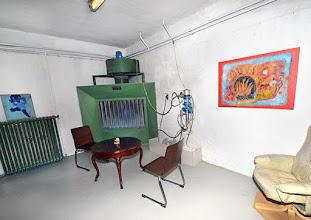 Photo: ONLINE MERKER www.der-neue-merker.eu und Galerie KUNST-WERK - WERK- KUNST in Wien 12, Zeleborgasse 20. Besprechungsraum (ehemaliger Lackierraum). Foto: Barbara Zeininger