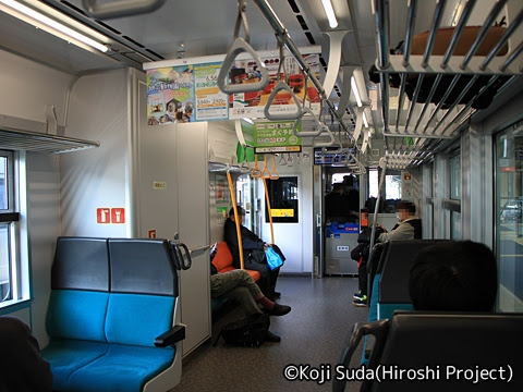 JR北海道 H100形 車内_02