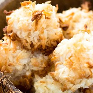 Simple Coconut Macaroons [Vegan].