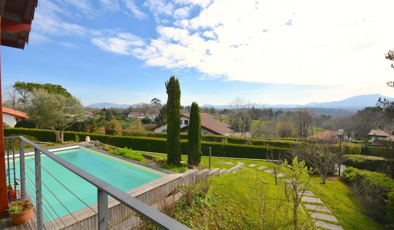Villa avec piscine et terrasse Arbonne